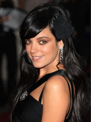 http://popularbiographies.files.wordpress.com/2010/05/lily-allen-brown-hair.jpg
